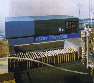 Shape material-division workstation by means of the high-pressure water and hydro-abrasive beam