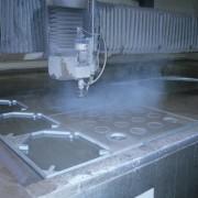 Tvarové řezání materiálu vysokotlakým vodním a hydroabrazívním paprskem